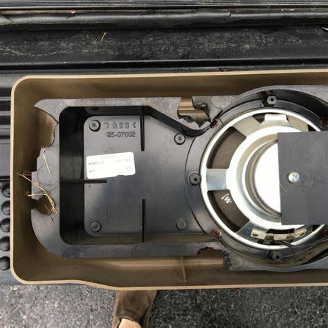 discovery  rear cargo door subwoofer speaker land rover
