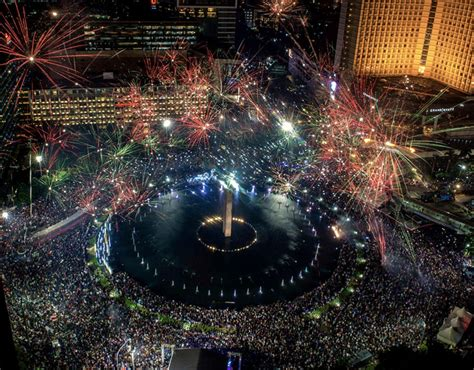 new year fireworks why top 10 new years fireworks from around the world