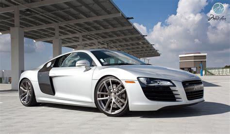 O mundo dos carros: Audi R8 e tron