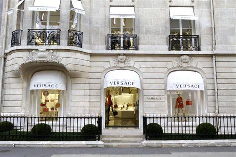 home design store parnell versace rouvre sa boutique de l avenue montaigne 16 04