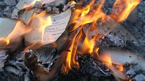 libro the tear thief desequilibros la quema de libros breve historia