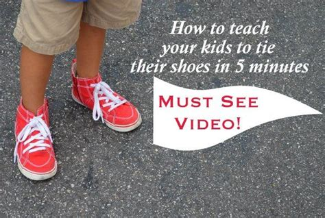 teaching how to tie shoes 1000 ideas about tie shoelaces on paracord