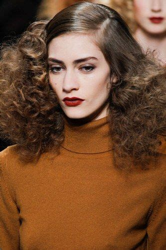 approved hair styles for servers catwalk approved hairstyle trends for 2015 curly