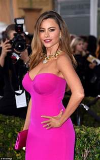 Vanity Fair Age Defying Bra Sag Awards 2016 Red Carpet Sees Sofia Vergara Show Off Her