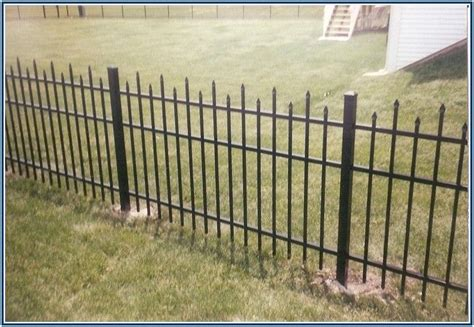 Backyard Fence Cost Calculator by 17 Best Ideas About Chain Link Fence Cost On