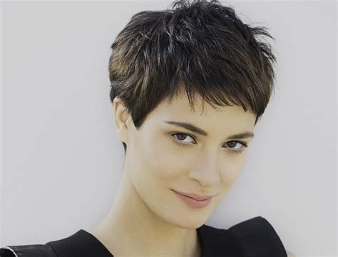coupe de cheveux courte femme fashion designs