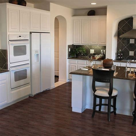 White Backsplash Tile to Have a Clean and Large Look