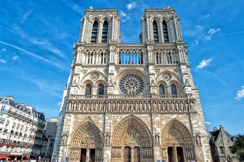 the new paris the free tour of paris sandemans new paris tours