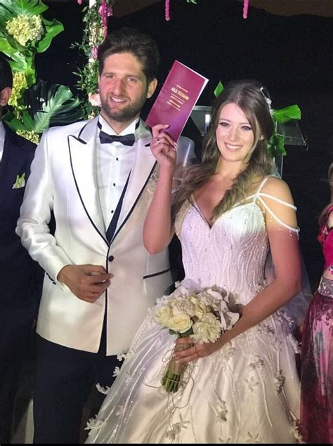 Pictures: Turkish Actress Gizem Karaca Gets Married