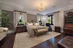 traditional master bedroom with crown molding carpet in miami fl zillow digs