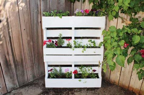 arredare giardino con bancali arredare il giardino con i pallet di legno