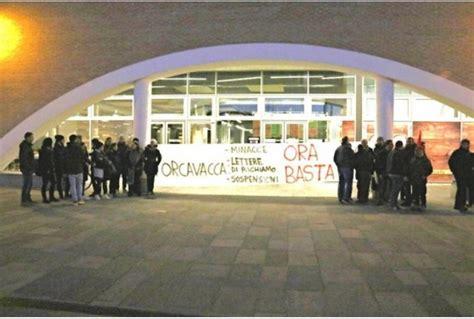 lettere richiamo dipendenti sospesa per un like su fb sciopero al porca vacca