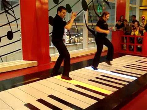 quot and soul quot on the big piano at fao schwarz