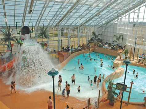 theme hotel niagara falls americana waterpark resort spa niagara falls hotels