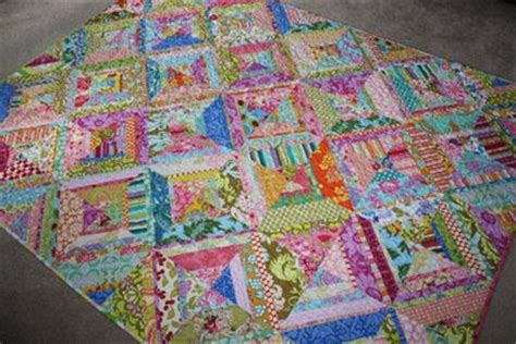 farbige steppdecken fibers bright colored scrappy quilt finished