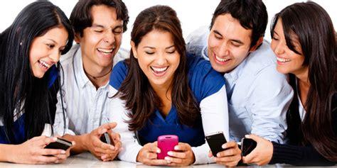 imagenes de personas usando redes sociales usuarios en las redes sociales su socio de negocios