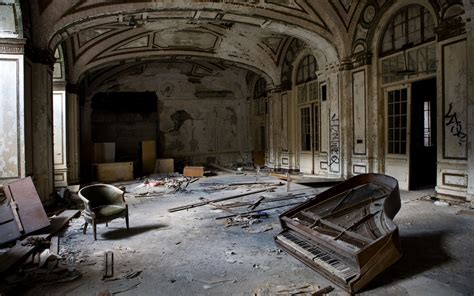 Abandoned Spaces | strange and surreal abandoned places photo gallery