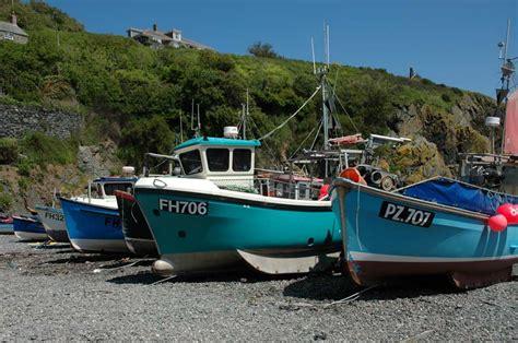 boat harbour rock fishing lizard beaches cornwall beach information