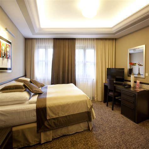 Andy Warhol Bedroom by Apartment Andy Warhol Hotele Koszalin Noclegi Koszalin