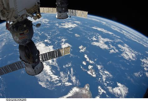 nasa live earth view international space station wallpaper cave
