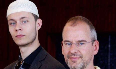 M Amien Rais Putra Nusantara Biografi putra dari pembuat fitna akhirnya mengikuti jejak sang ayah memeluk agama islam