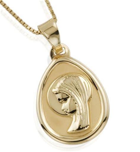 cadenas en english medalla con cadena en oro joyer 237 a loan