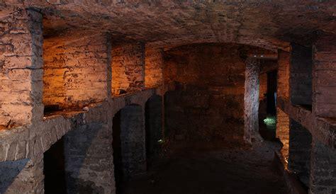 explore underground vault in edinburgh historic underground tour edinburgh mercat tours