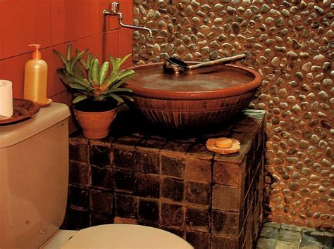 kamar mandi klasik menggunakan batu alam batu andesit