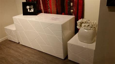ladario da letto prezzo comodini laccati bianchi riflessi segno design laccato