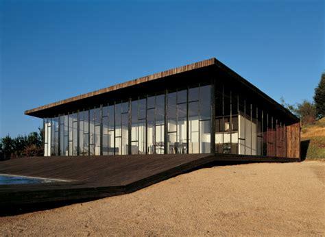 canapé conforma casa in legno e vetro casa cilena con zona giorno open