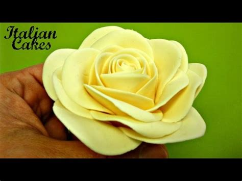 pasta di zucchero fiori passo passo fiori in pasta di zucchero parte 1 il bocciolo by