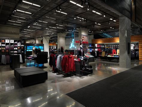 athletic shoe stores chicago nike reopens its flagship brand presence in chicago on