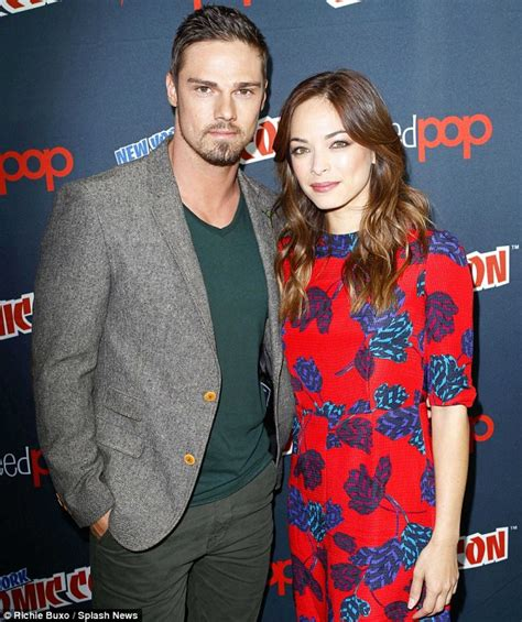 jay ryan and his girlfriend kristin kreuk at new york comic con