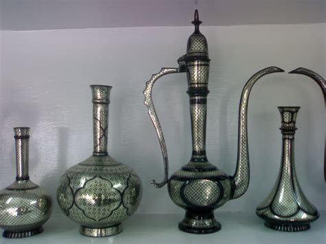 file bidriware vases and decanter jpg wikimedia commons