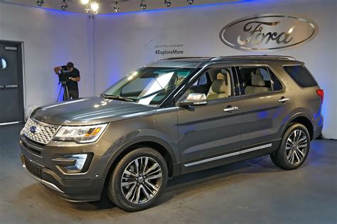 2016 ford explorers 2016 ford explorer live reveal photo gallery autoblog