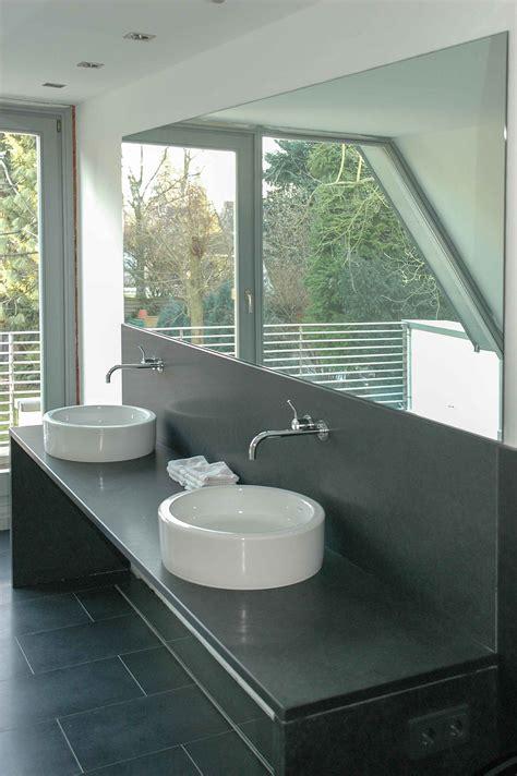 quarz badezimmer badezimmer mit quarz komposit surfinser