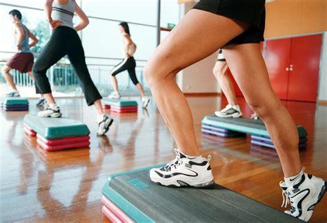 step in casa 4 ejercicios con step para tonificar tu cuerpo desde casa