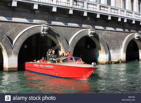 fire boat venice venetian firefighters in a vigili del fuoco fire boat at