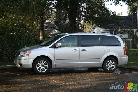 2010 Chrysler Town And Country Reviews by List Of Car And Truck Pictures And Auto123