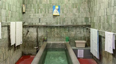 vasche di lourdes piscine du sanctuaire de lourdes lourdes