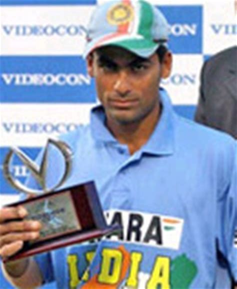 mohammad kaif with his award for man of the match