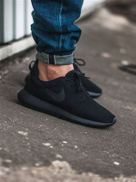 nike all black roshes soletopia
