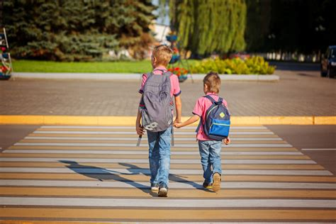 how to get more people on cross road why children struggle to cross busy streets safely new