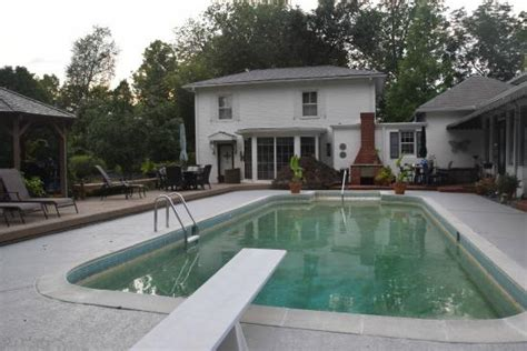 pinecrest bed and breakfast pinecrest cottage bed and breakfast louisville ky