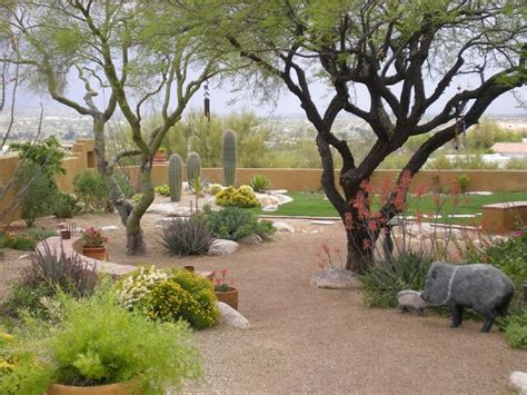 Small Backyard Landscaping Ideas Arizona 25 Best Ideas About Arizona Landscaping On Pinterest Desert Landscaping Backyard Desert