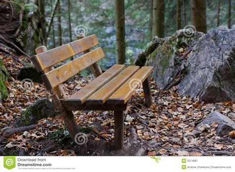 bos bank bos bank stock afbeelding afbeelding bestaande uit alpen