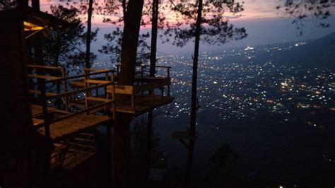 Dipan Kayu Di Malang menjelang petang di omah kayu malang dimasfan
