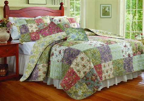 bedrooms with quilts best king and queen size quilts for your bedroom decor