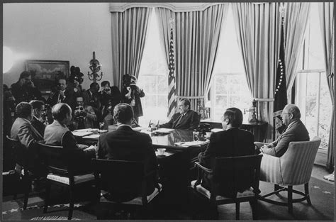 advisors and cabinet file president nixon meeting with economic advisors and