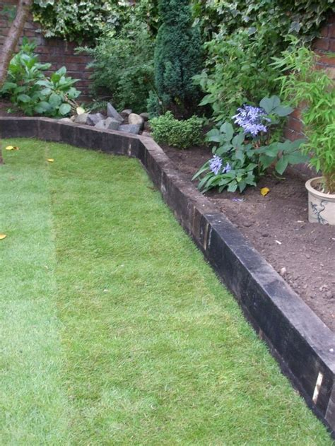 Wooden Sleepers Garden Edging by The 25 Best Flower Bed Edging Ideas On Lawn Edging Stones Landscaping Costs And